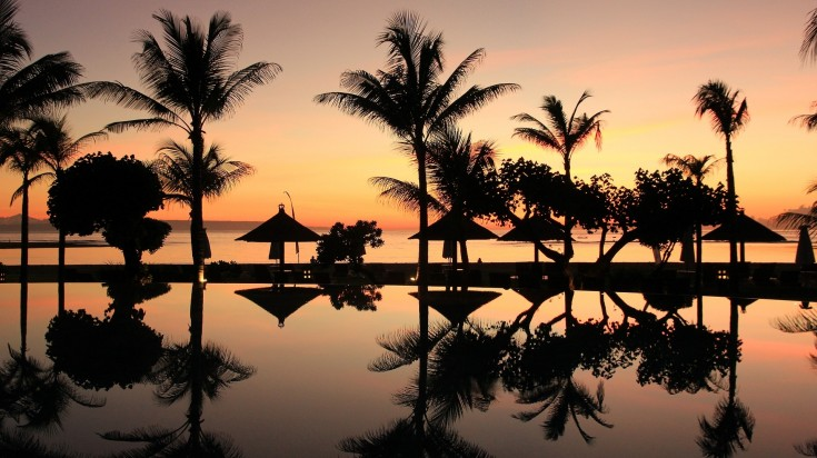 Be mesmerized with the beautiful sunset over the horizon in Bali