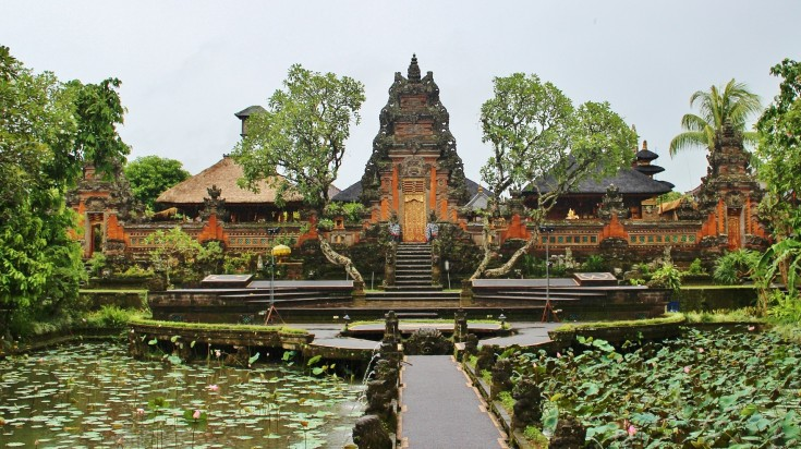 The amazing temples in Ubud will surely leave you speechless.