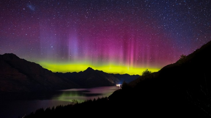 Aurora australis southern lights new zealand