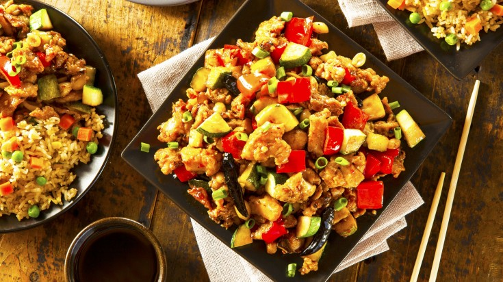 Diced chicken mixed with vegetables and mixed fried rice