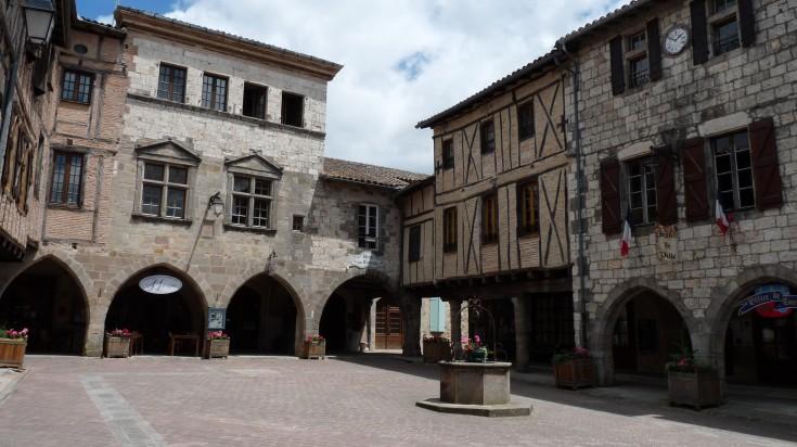 Castelnau de Montmiralone has stood between many conflicts.