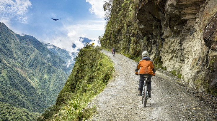 This insane road features a full 64 km downhill mountain biking stretch, on a road that is often only big enough for a single car, in spite of the traffic coming from both directions.