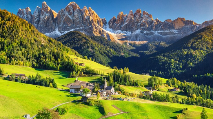 The Dolomites mountain range sits in northeastern Italy and forms part of the Southern Limestone Alps and the northern Italian Alps.