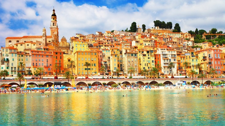 The colorful houses in Menton next to the sea
