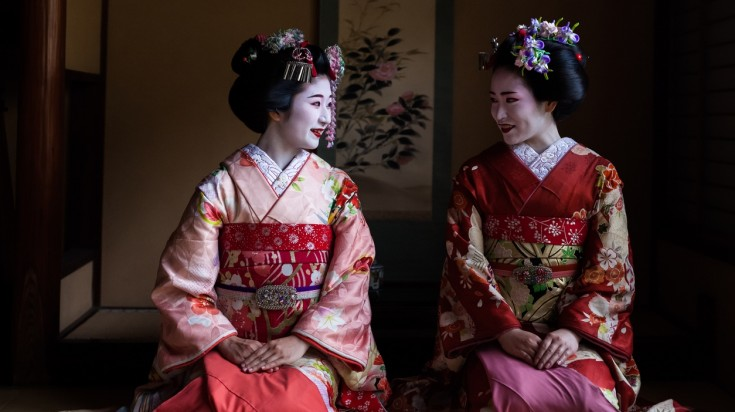 Geishas are highly skilled entertainers in Japan who are highly trained.