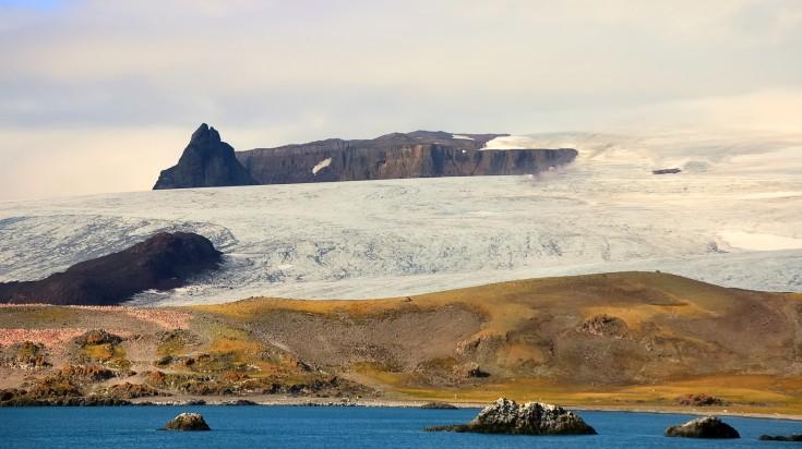 Fly-cruising to Antarctica