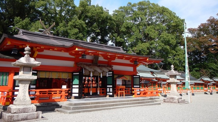 Hayatama is a sacred site that goes through the Kumano Kodo trail sits on the mouth of the Kumano-gawa river.