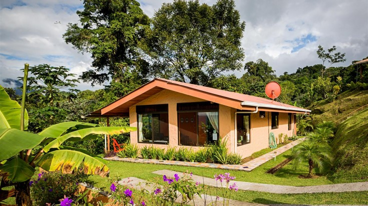 The Encantada Hotel in Arenal has separate guest houses.