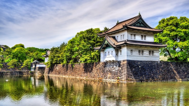 Although there are other various things to do in Tokyo, don't miss out on a visit to the Imperial Palace, home to the royal family of Japan.