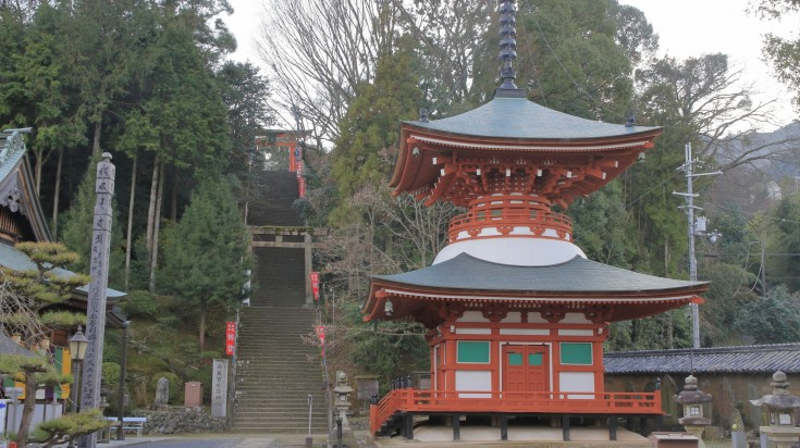 Starting from Jison-in Temple in Judoyama town, the route traverses 24km of ground through to Okunoin cemetery and the Diamon Gate.
