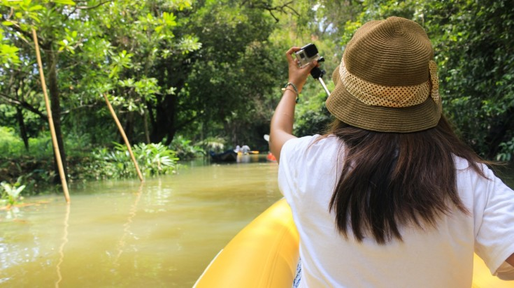 Kayaking is a great alternative to explore the forests of Corcovado.