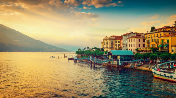 Located in the north of Italy, Lake Como has glittering water bordered by glorious hills and mountains.