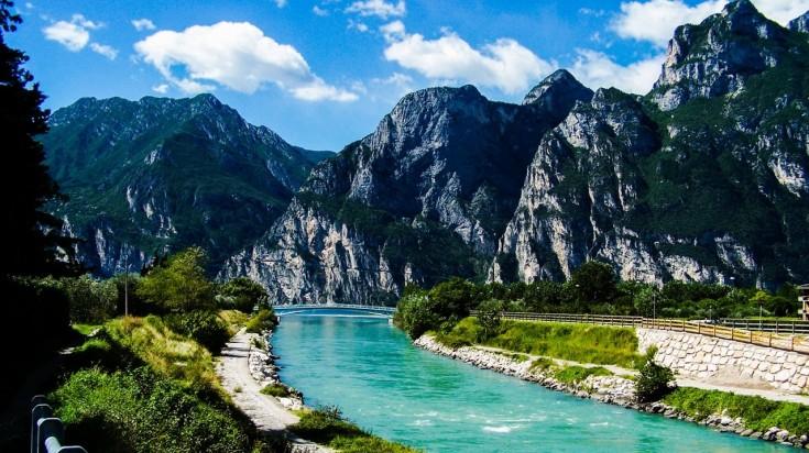 Hiking in Italy following the trial of Lake Garda
