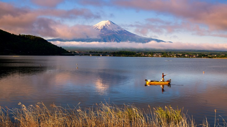 When you're climbing Mount Fuji, don't miss out on the picturesque Lake Kawaguchi that offers the best view of Mount Fuji.