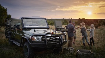 Sundowner during a luxury safari in Royal Malewane