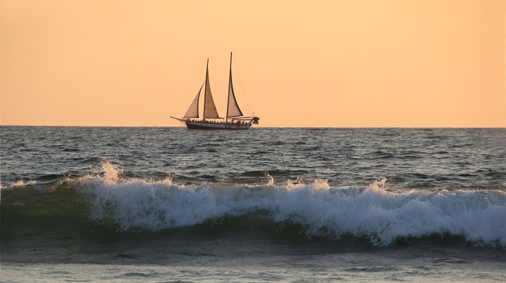 Sailing in Playa Hermosa in Costa Rica