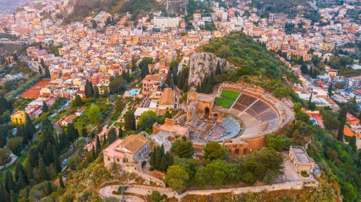 When you're a family trip to Italy, it is a must you visit Taormina.