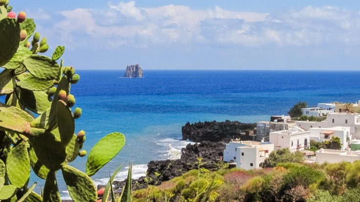 Best beaches in Sicily, among the list Aeolian Islands is an eye candy