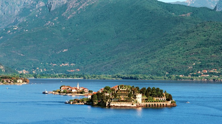 Get enchanted by the beautiful villas with landscaped gardens of The Borromean Islands.