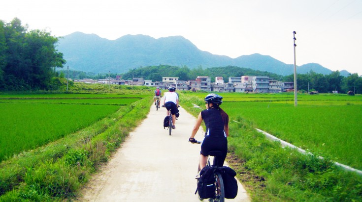 Tourists cycling in the Yangshuo County