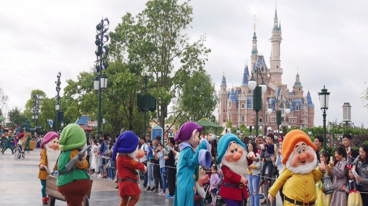 Visitors being entertained at Mickey Avenue — the entrance of Disneyland