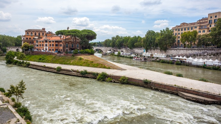 The tiber island in the south bend of Tiber river is 270 long in length.