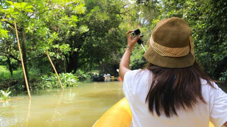 Travel tips Costa Rica boating in Tortuguero