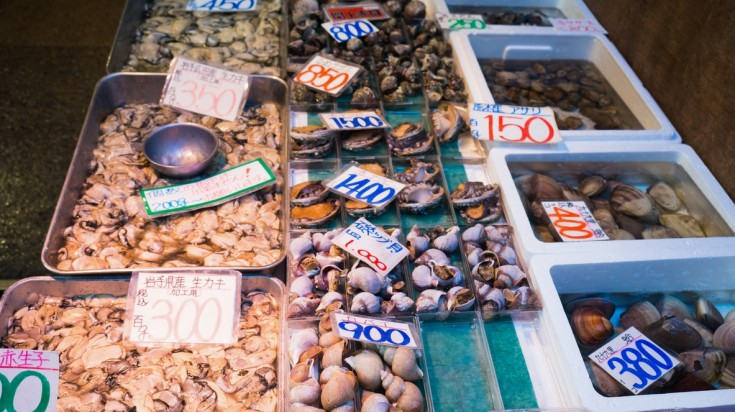 Visit Tsukiji Outer Market, the most popular fish market in Tokyo during Tokyo Olympics 2020.