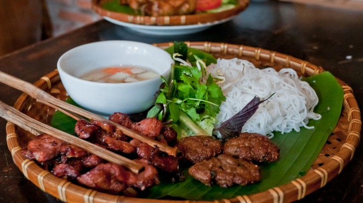 Try local Vietnamese cuisine on a two weeks Vietnam tour