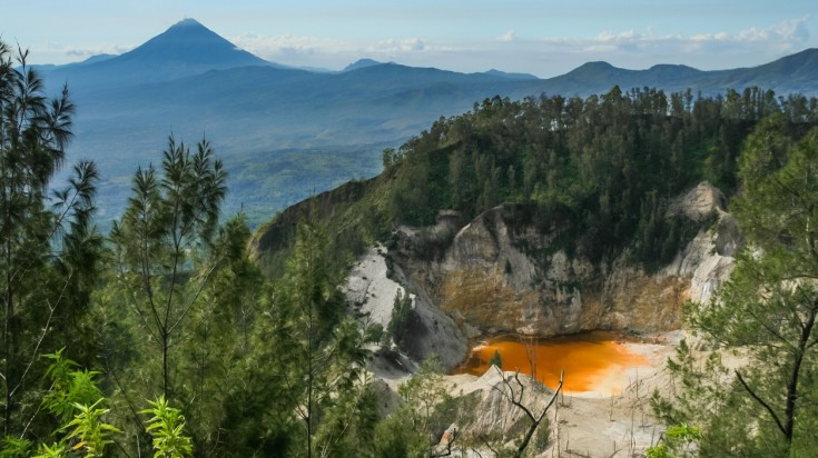 Wawo Muda volcano has a crater lake that changes colors