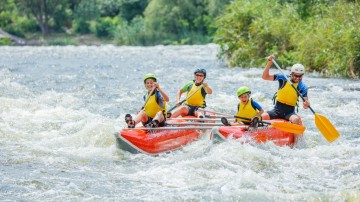 Raft, hike, kayak and snorkel in several destinations in a 10-day Costa Rica itinerary