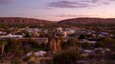 If you are starting a journey to the red center of the Australian Outback, make a stop to enjoy the countless things to do in Alice Springs.