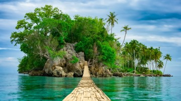 Make sure to visit the best Indonesian islands on your holiday.