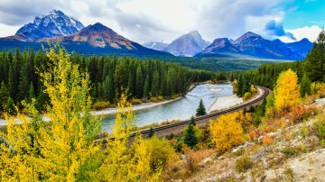 Canadian Rockies flaunt countless mountains, hiking trails, waterfall treks, alpine lakes, glaciers, forests, and many other attractions.