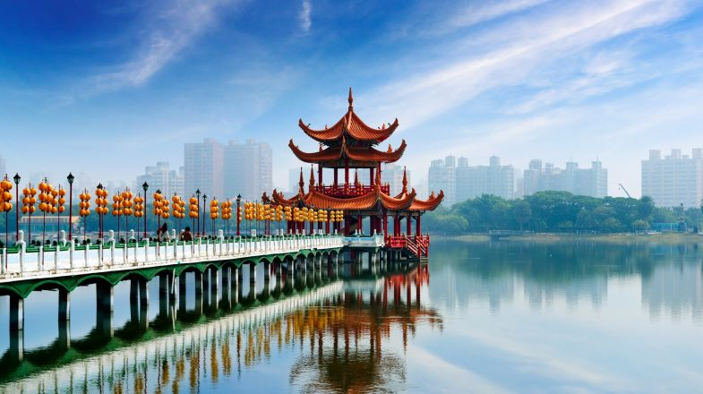A trip to China is can be as chaotic as it as be serene. You are bound to fall in love with its rich culture and also despise the maddening crowd.