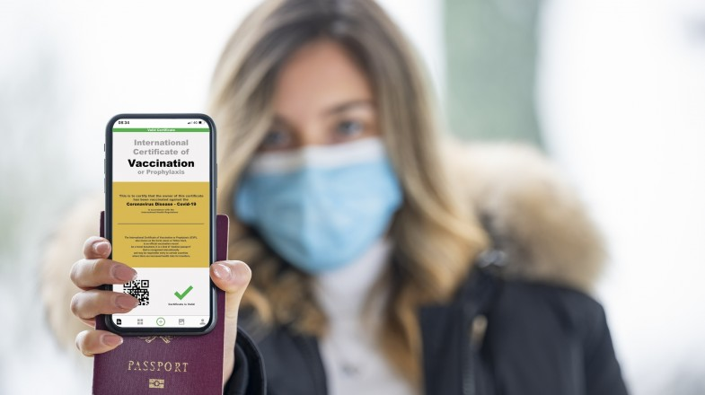 A person showing the status of vaccination on her mobile device.