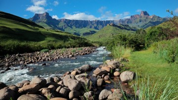 Stretching for around 1000km and marking the eastern side of the Great Escarpment, the Drakensberg Mountains, offer some of the best hiking opportunities in SA