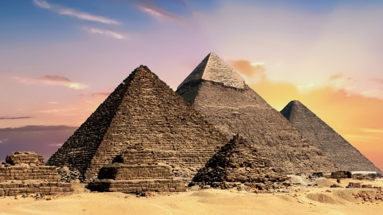 The mysterious Great Pyramids of Giza is a must to see while 5 days in Egypt.