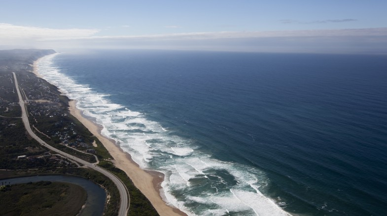 Spread over 1,200 square kilometers, the Garden Route National Park park winds through indigenous forests and along breathtaking rocky coastlines.