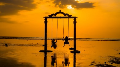 Enjoy a swing on the sea swings of Gili Trawangan, thats a fun thing to do on the island.