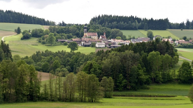 Goldsteig hiking trail takes 23 days to complete