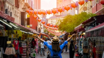 Experience the fast-paced hustle in Chinatown of Singapore