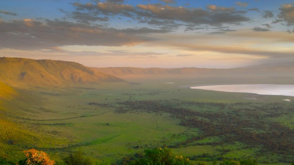 Ngorongoro Crater Safari Guide Bookmundicom