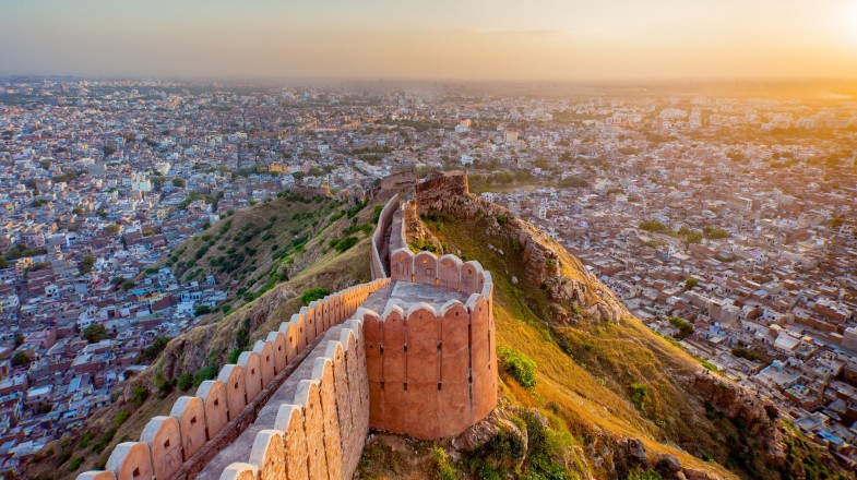 Steeped in rich history, scattered with famous bazaars, and graced with hilltop temples, the things to do in Jaipur seem endless.