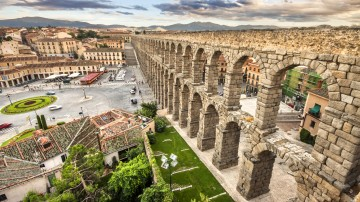 Located 90 kilometers northwest of Madrid, Segovia is a charming and historical town. The city is famous for its 28m tall Roman Aqueduct.