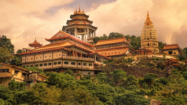 A trip to Malaysia feels like a tour to two different countries; one which is very cosmopolitan, with architectural wonders, and the other that is all nature.