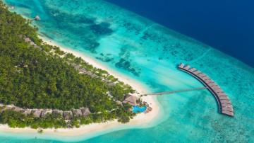 With various options of amazing resorts, breathtaking views and  landscapes of land and sea, Maldives one of the most is a popular destination for tourists.