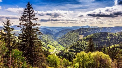 Mittelweg is a 9 day long hiking trail in Germany