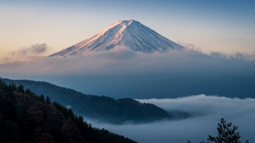 Standing 3,776 meters tall, Mount Fuji is the highest active volcano in Japan.