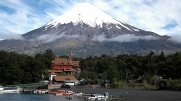 Osorno volcano is better known for its skiing and snowboarding routes than for its climbing, but it can be done with a bit of technical knowledge.